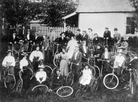 Early Cycling Enthusiasts